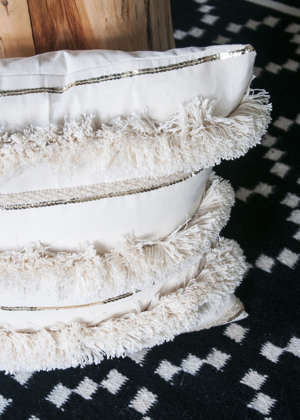 I loveI loveMoroccan Wedding Blankets. For so long, I've pinned living rooms that had them thrown across the couch and bedrooms where they adorned the foot of the bed.
