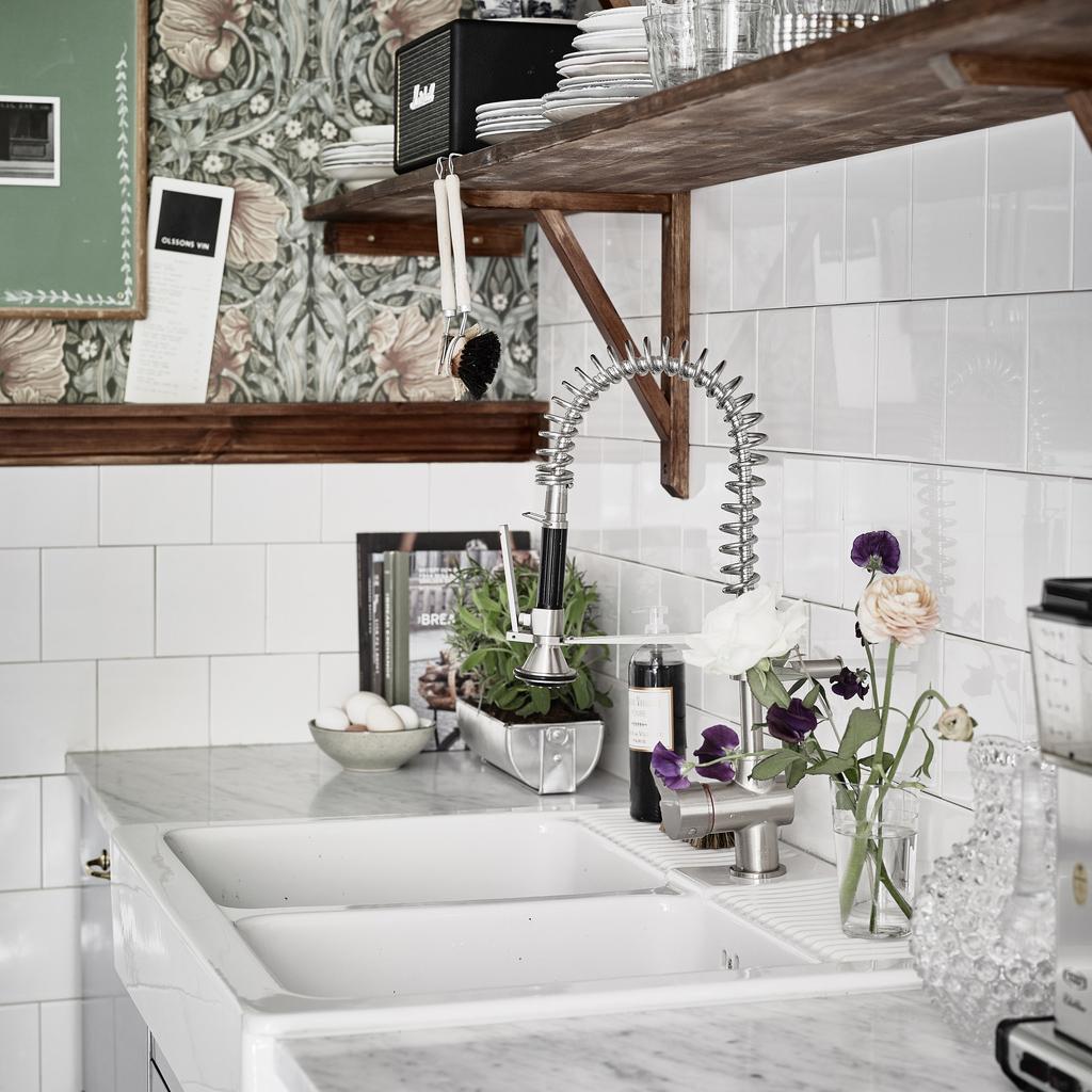 floral paper scandi kitchen sq