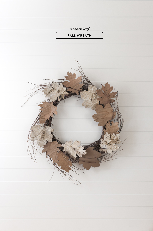 wood-leaf-fall-wreath